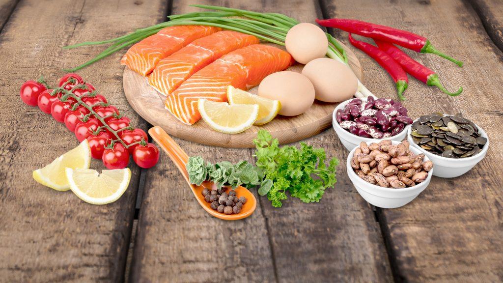 pesce, semi e verdura per nutrire la pelle