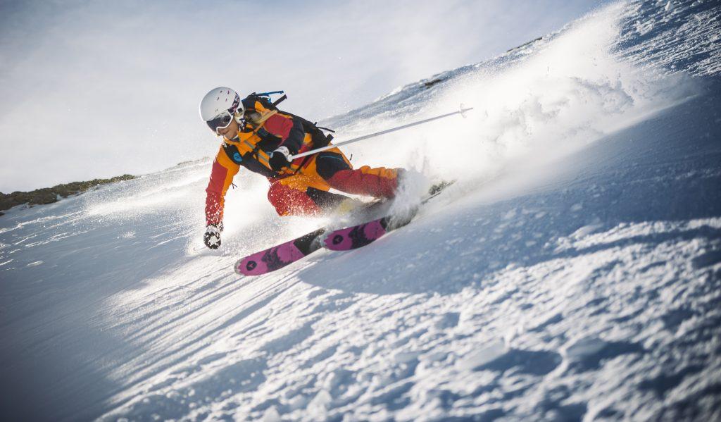 Maschere da neve, tra performance e colori pop