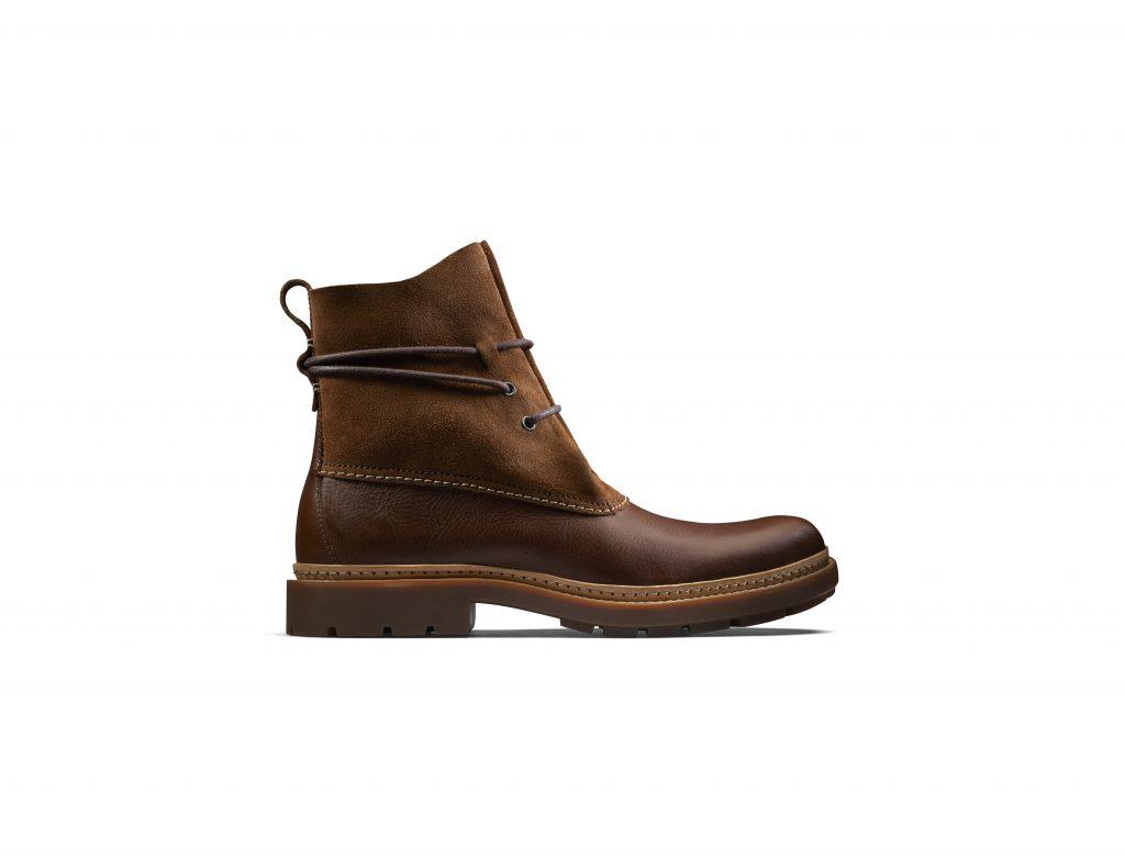Lo stivaletto Trace boot di Clarks. Nella versione alta in pelle di camoscio a6bfc9a755a