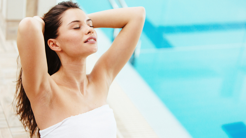 Cloro e capelli: consigli beauty per chi va in piscina