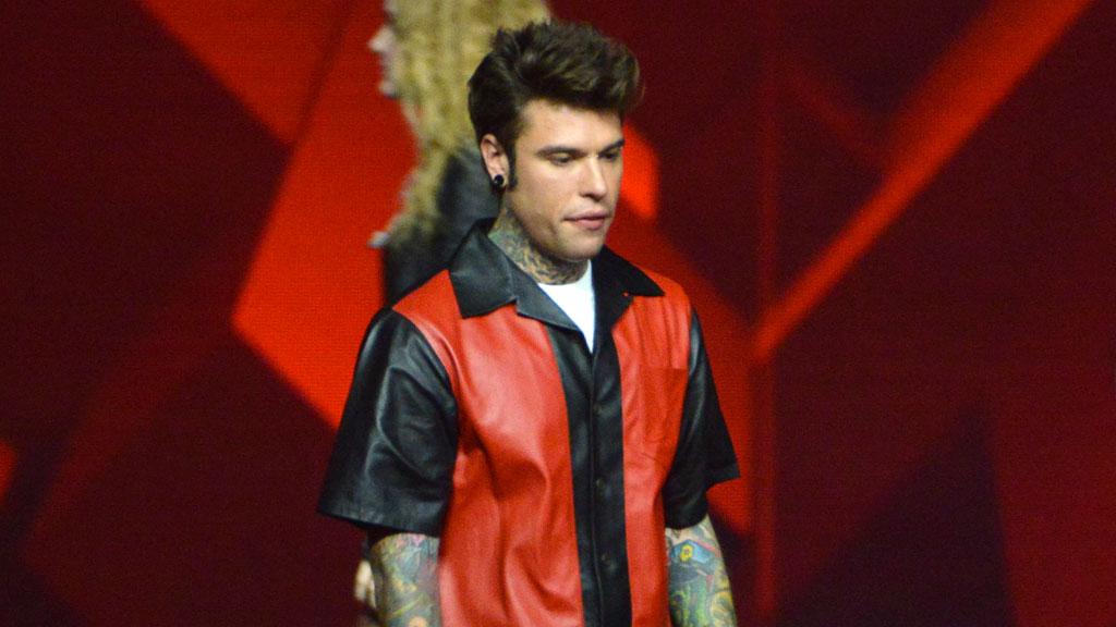 X Factor live, Fedez vestito Prada