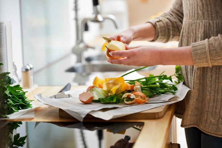 Sprechi in cucina: come limitarli, dal cibo agli imballaggi