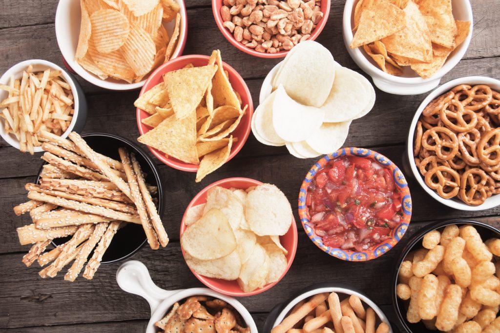 Snack salati: ecco perché uno tira l'altro