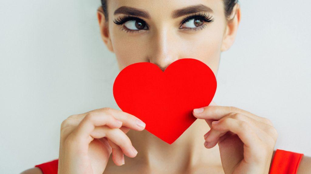 Soffrire per amore fa perdere centimetri? Ecco perché
