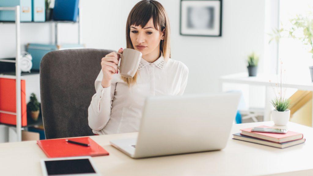 Tazza in ufficio: comoda, ma ricettacolo di germi