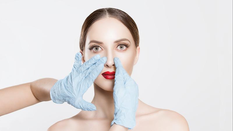 Rinoplastica: rifare il naso migliora le relazioni sociali
