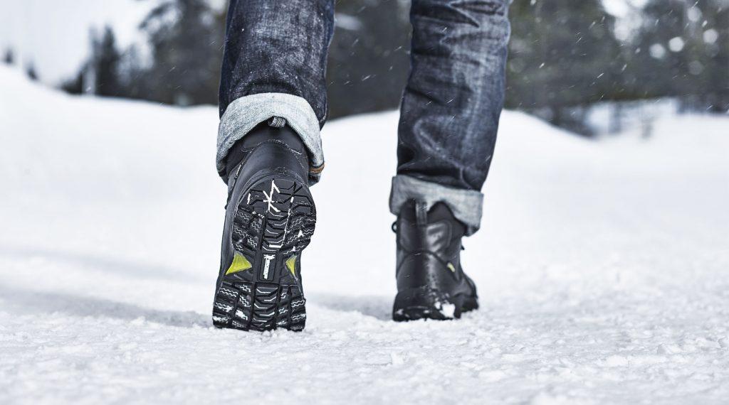 Scarponcini per non scivolare sul ghiaccio stile.it