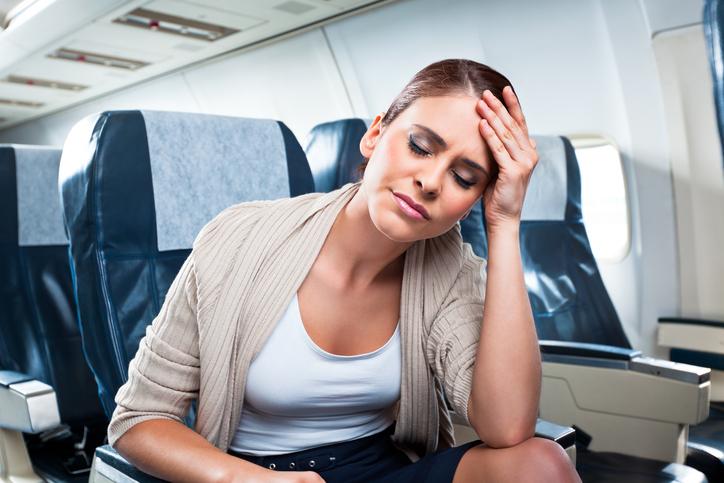 Volare con il raffreddore: come evitare i rischi