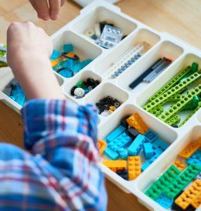 Lego in scatola con divisori