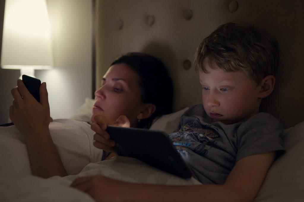 A ninna senza smartphone: attenzione ai bambini