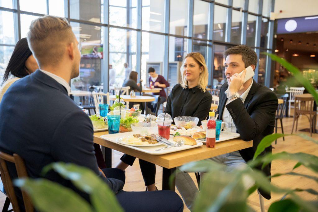 Pranzo e lavoro: gli italiani in pausa cercano la qualità
