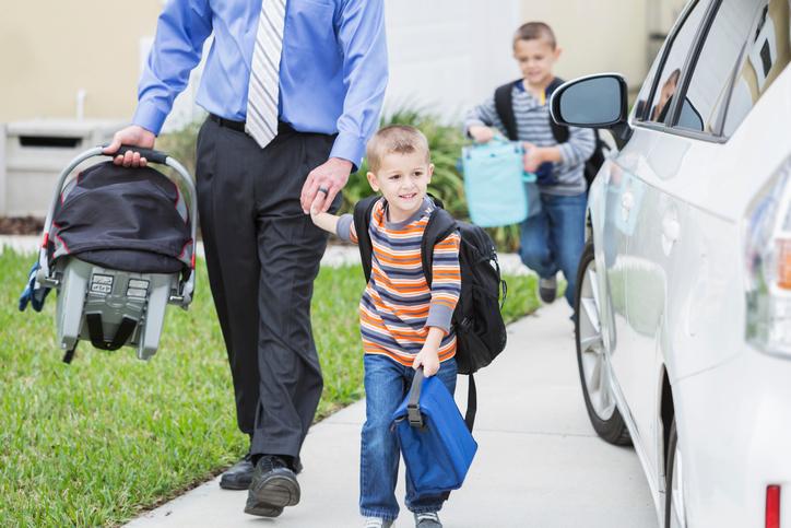 Scuola, portare i bimbi in auto non è una buona idea