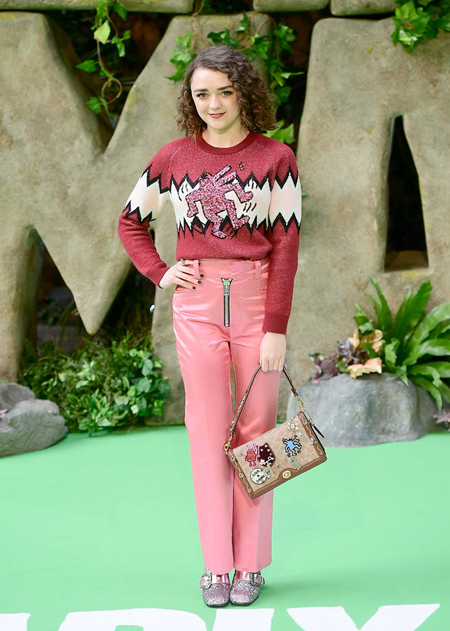Outfit Coach Maisie Williams