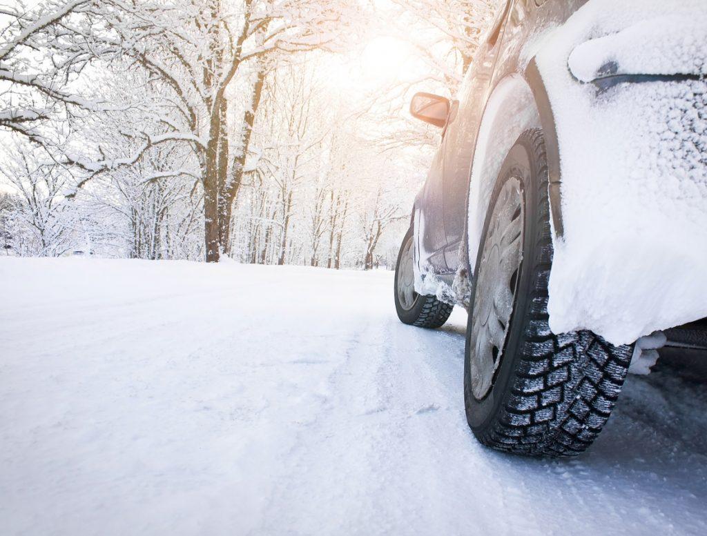 Guidare sulla neve? 7 consigli per non rimanere bloccati