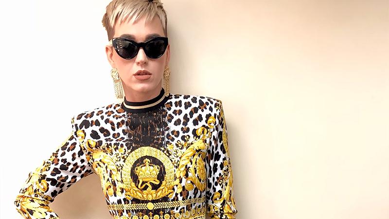 Katy Perry tra stampe barocche e animalier