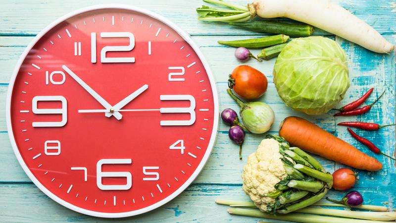 Mangiare alla stessa ora per combattere la demenza
