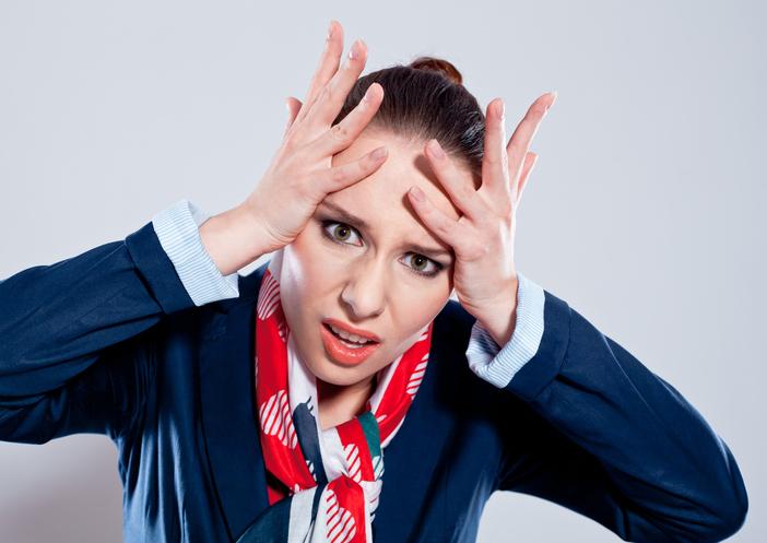 Comportamenti irritanti che fanno arrabbiare le hostess