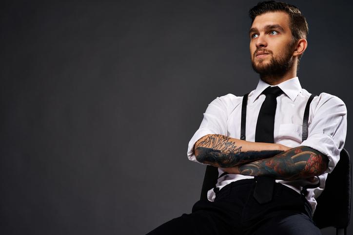 Bretelle o cintura? Il dilemma dell'accessorio maschile