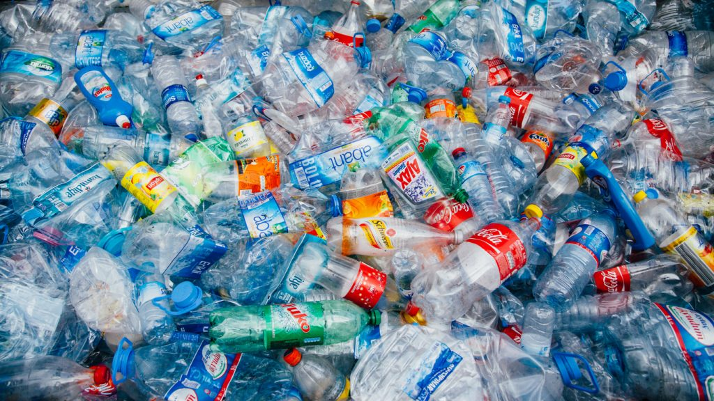 Plastica, ridurre lo spreco per salvare il pianeta