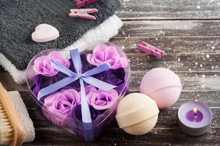 Fragranze d'amore: regali cosmetici inebrianti