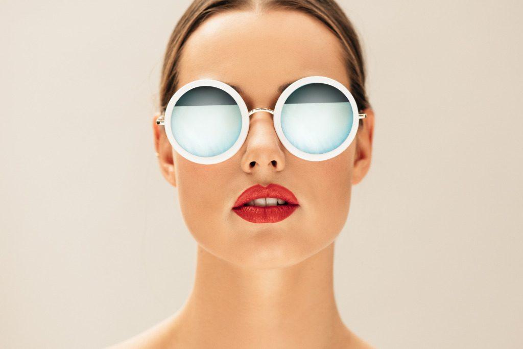 Sguardi metallici, l'eyewear si fa minimal e lucente