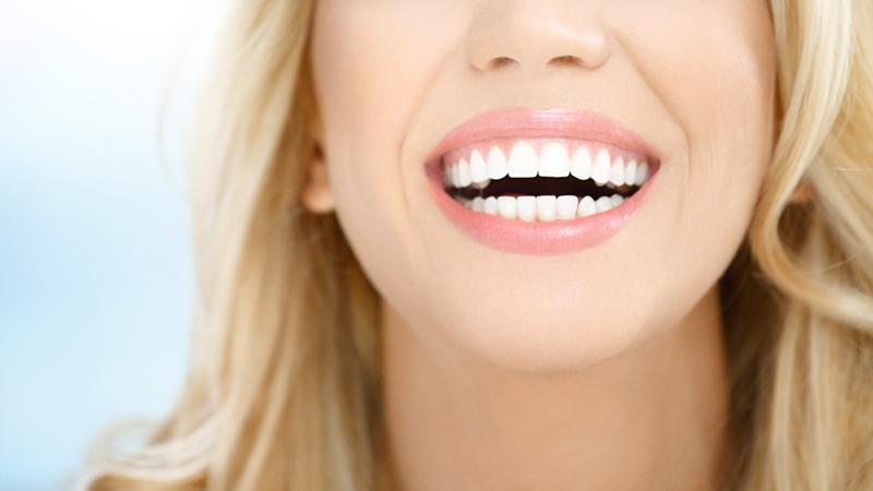 Salute dentale, i cibi amici e nemici del sorriso