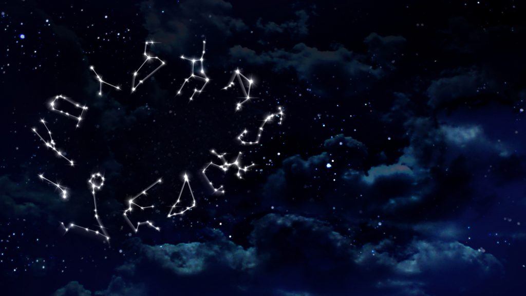 Lo zodiaco è prezioso con i gioielli a tema astrale