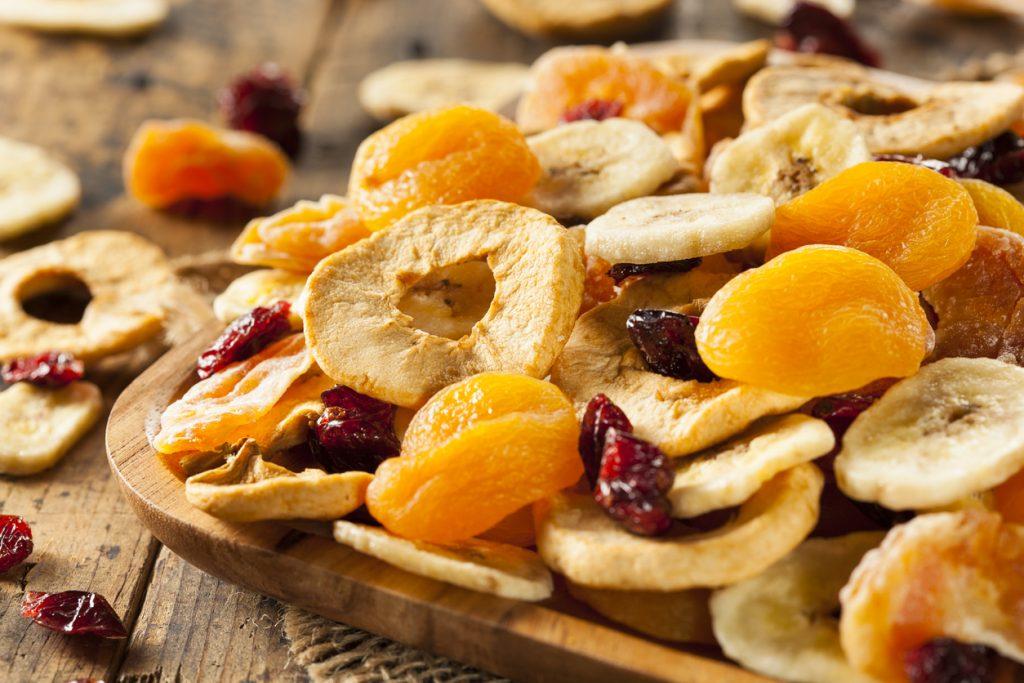 Frutta secca fatta in casa per un cocktail di salute