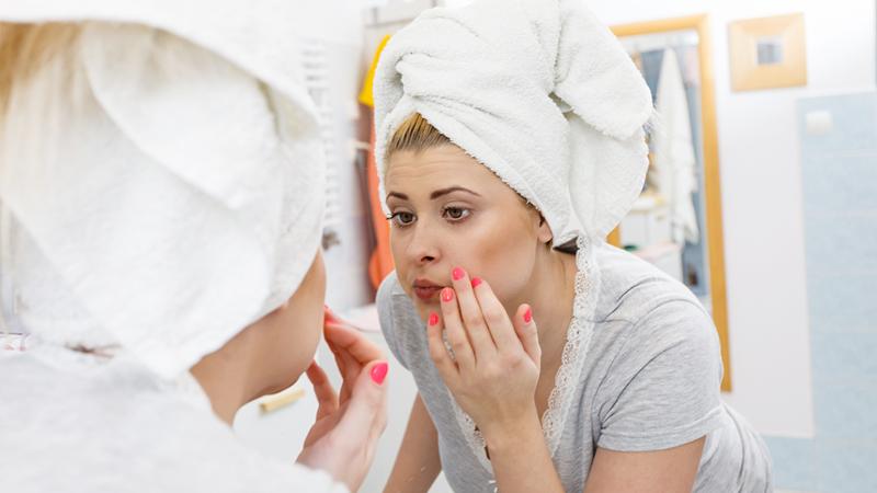 Pori dilatati, come rendere la pelle più compatta
