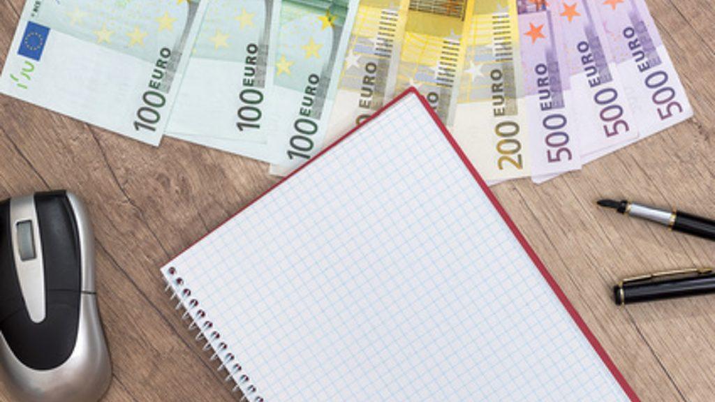 Spese, gli italiani le annotano ancora su carta