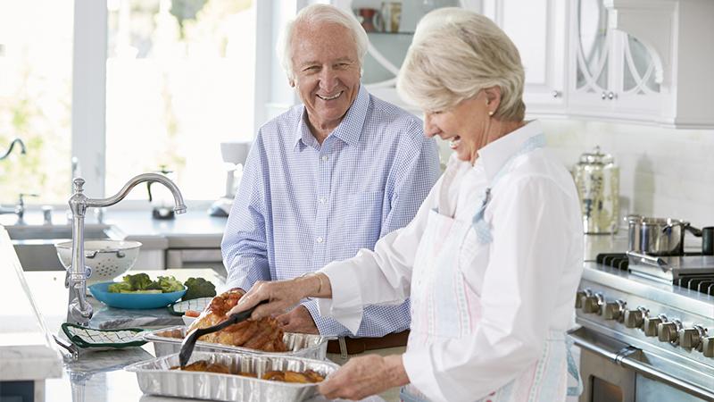Senior e alimentazione, cosa mangiano gli over 65?