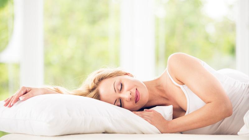 Per un sonno ristoratore meglio dormire supini