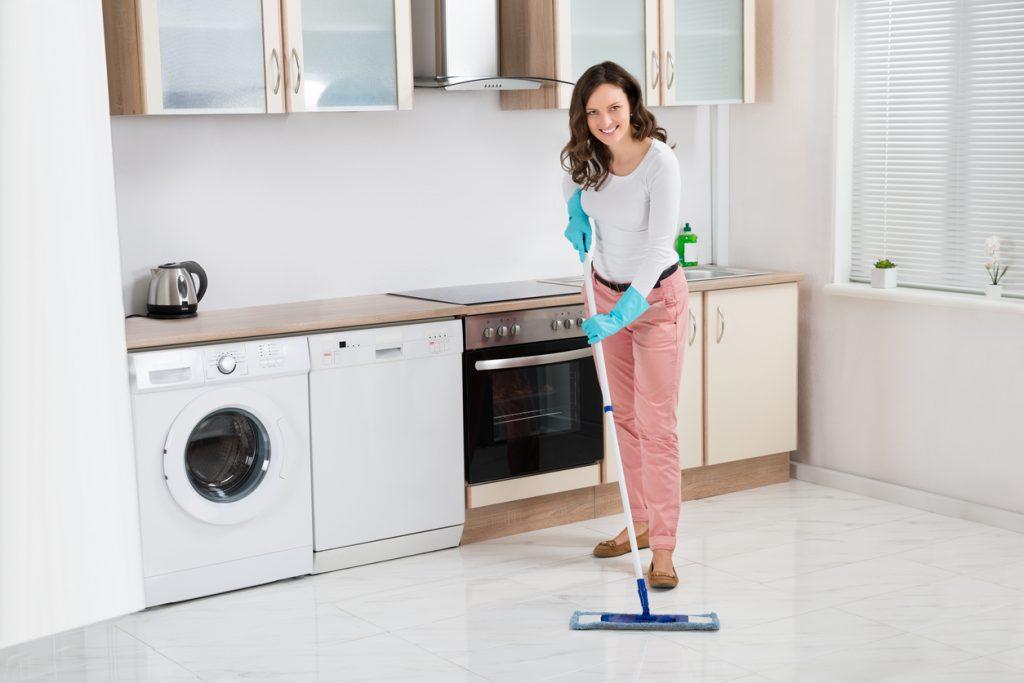 Pulire il pavimento