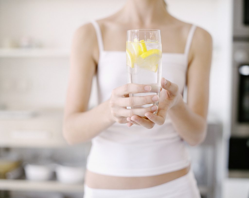 Acqua E Limone La Sera.Acqua E Limone Salute E Bellezza Di Sera E Al Mattino Www Stile It