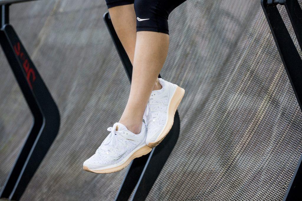 Mens sana con le sneaker per il running
