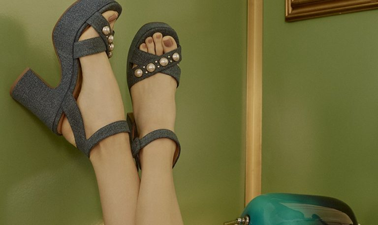 sandali con plateau
