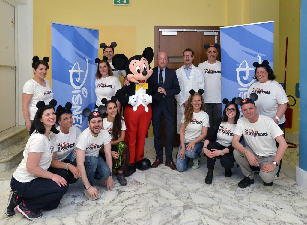 Disney, Topolino al Gaslini di Genova con i bambini