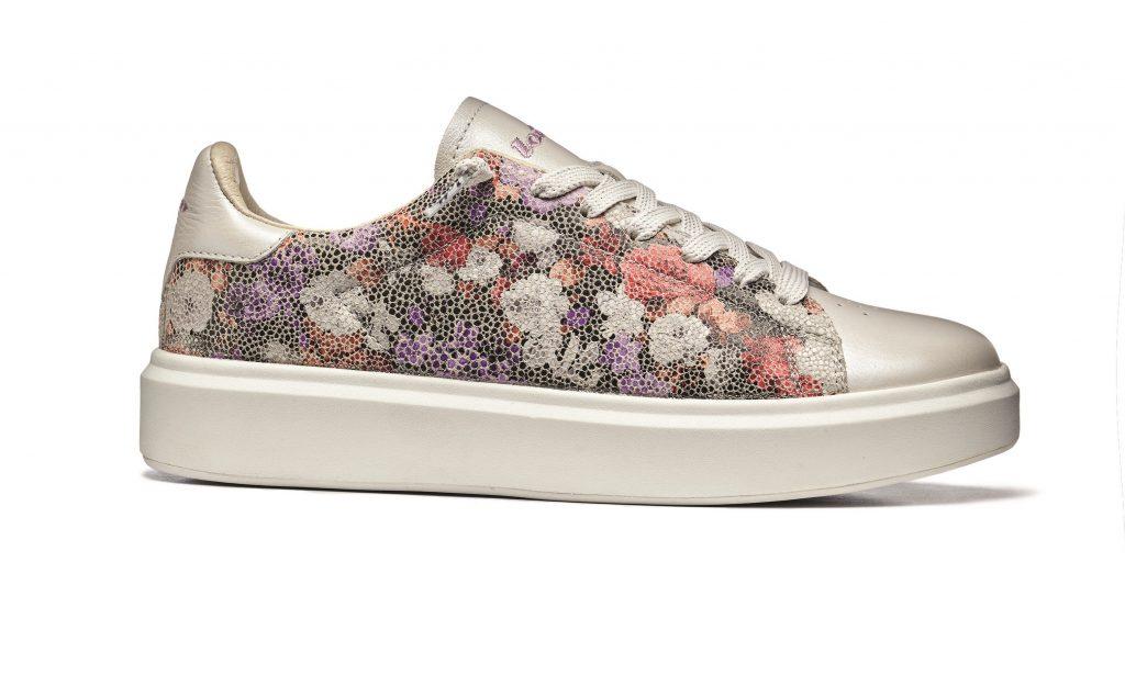 Flower sneakers, ai piedi sbocciano fiori