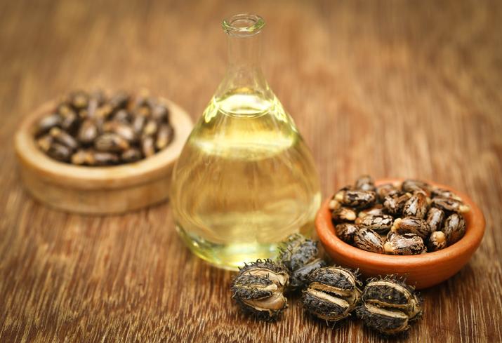 Olio di ricino: usi cosmetici, benefici e proprietà