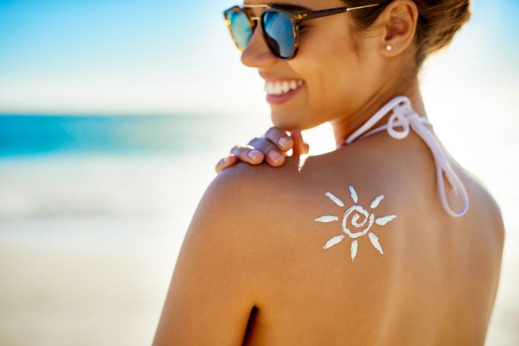Come esporsi al sole in modo corretto per la salute