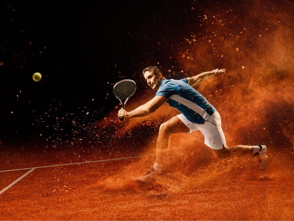 Tennis sneakers, in odore di terra rossa
