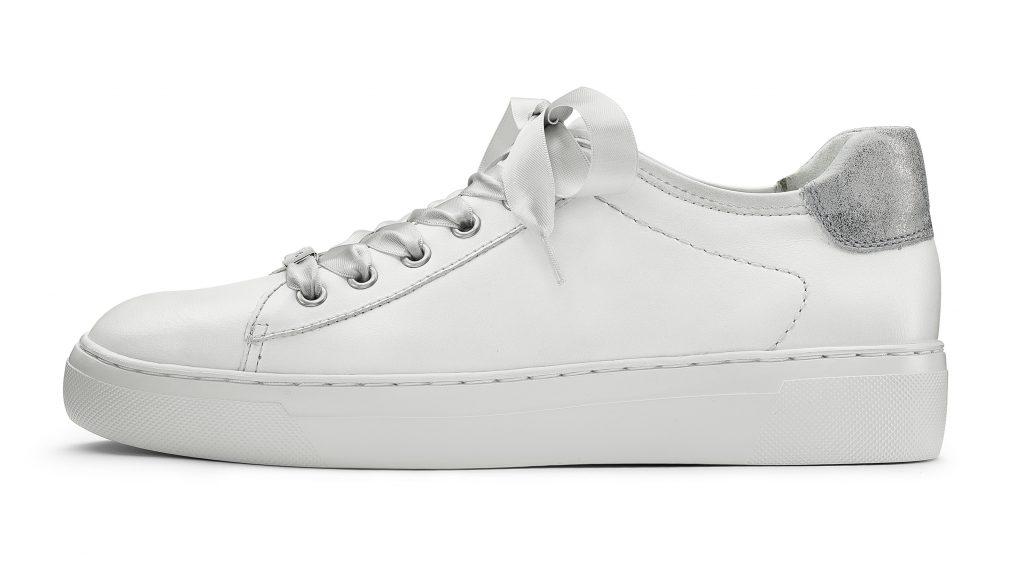 Basic sneaker, semplici e in total white