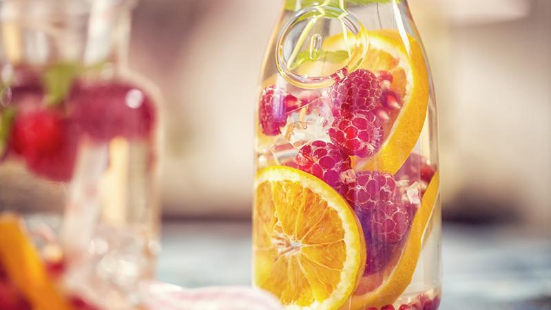 Acqua aromatizzata, bevi che ti disintossichi