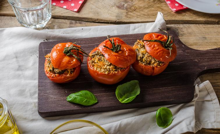 Pomodori ripieni di quinoa, una ricetta super-estiva