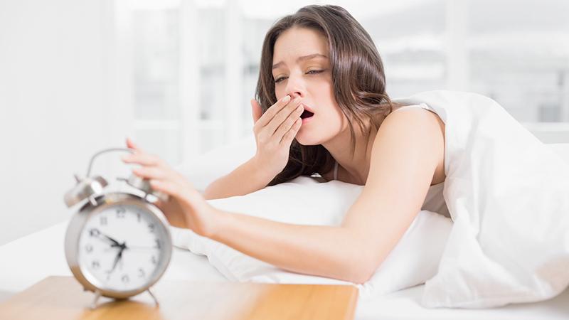 Dormire (di più) nel fine settimana allunga la vita