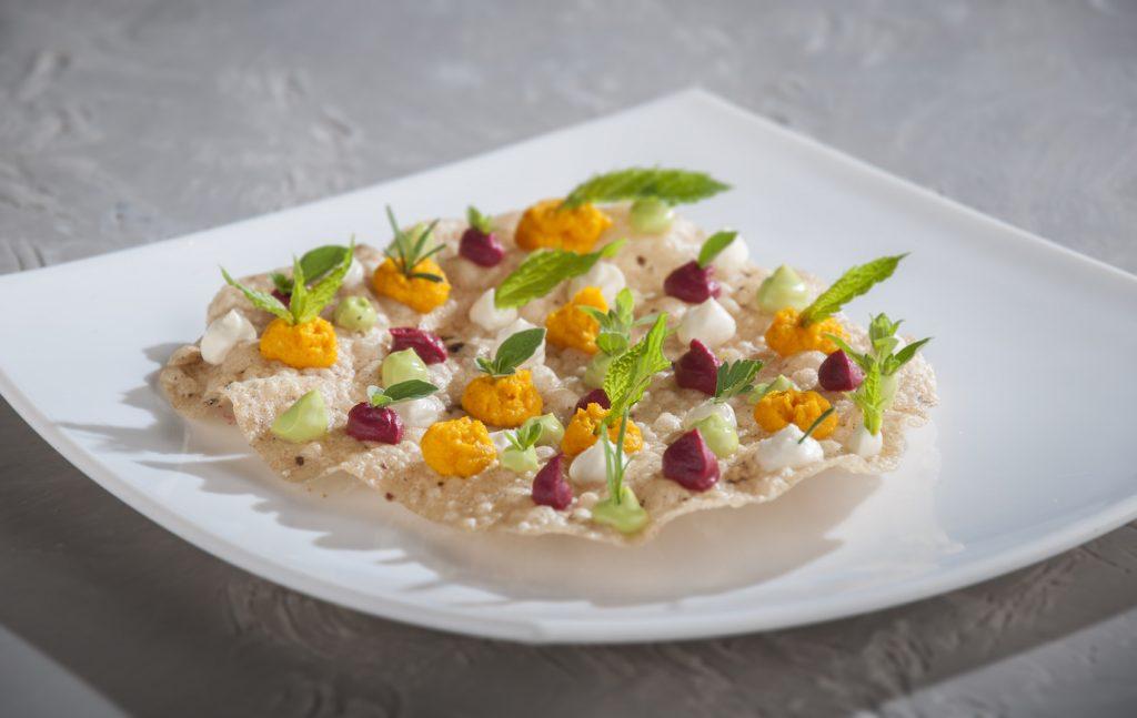 Ricetta: Cialde croccanti di ceci con carote saltate ed erbe