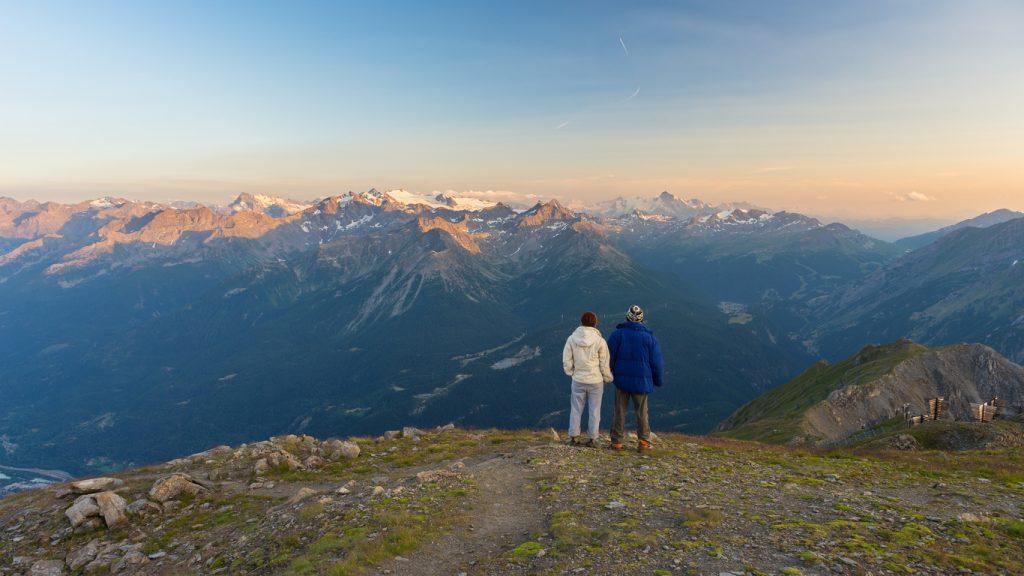 coppia sulle alpi