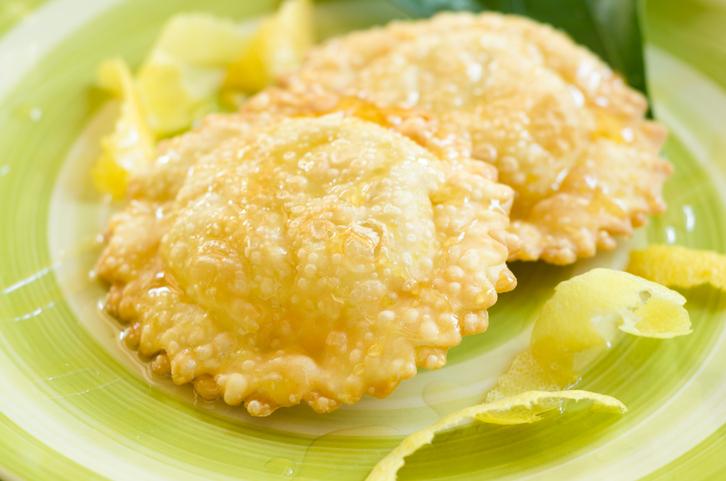 La ricetta delle sebadas con formaggio e miele