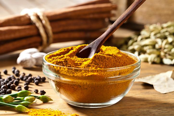 Tutti i benefici del curry in polvere