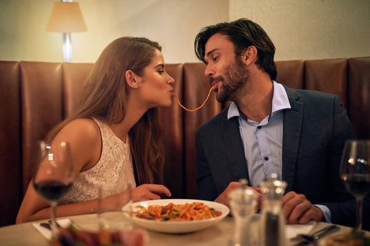 coppia innamorata, cena, affetto, amore